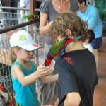 Kinder im Vogelpark Singarpur