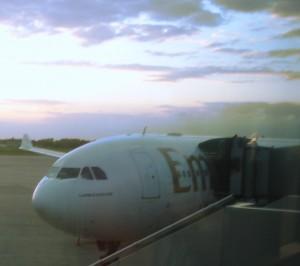 Emirates Flugzeug in Hongkong